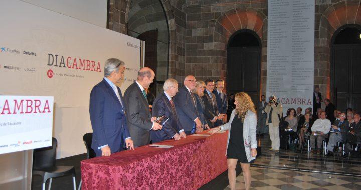 La Secretària General Maria Recuero rebent el reconeixement pel 50 anys d'existència de la USOC