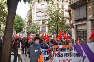 Manifestants arribant a Plaça de les Caramelles