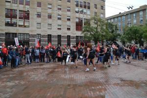 Manifestants a Plaça de les Caramelles