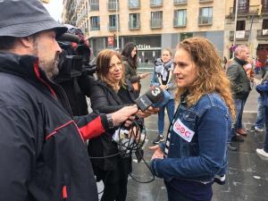 Maria Recuero atenent premsa
