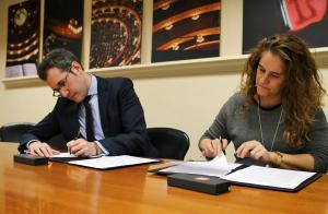 Signatura amb el Gran Teatre del Liceu