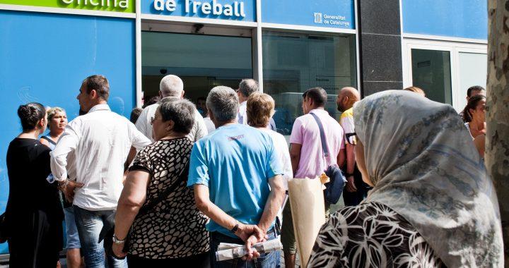 11081001FF GENT FENT CUA PER FER LA REVISIî D'AJUT PIRMI AL SOC DEL CARRER SEPULVEDA DE BARCELONA. FOTO FERRAN FORNƒ